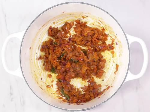 onion tomato masala for gobi curry
