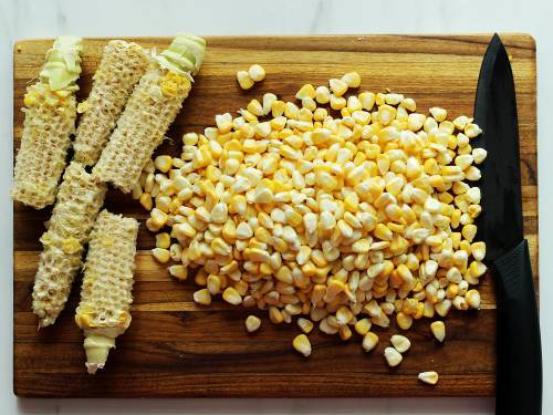 pick the corn from cob