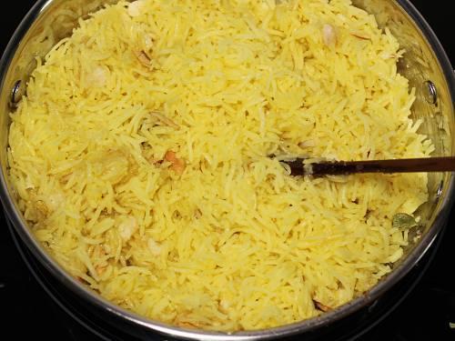 perfectly cooked zarda in a kadai