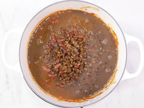 cooked rajma and urad dal in pot