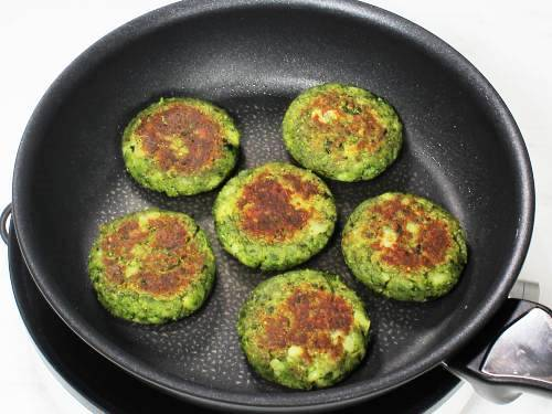 golden crisp hara bhara kabab in pan
