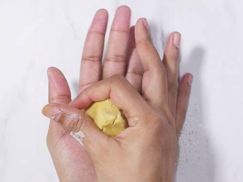 sealing puran in dough