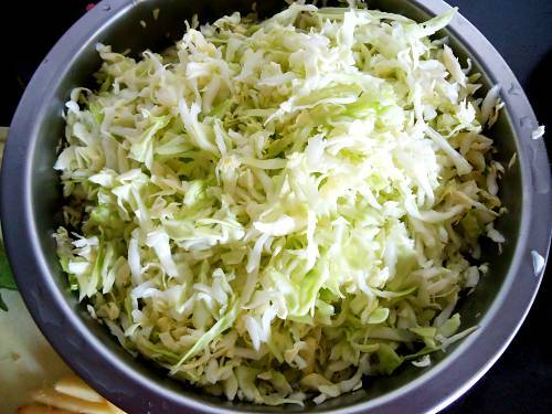 drained cabbage in a colander