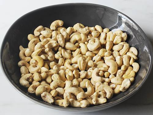 rinsed cashews in a bowl