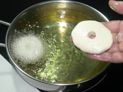 sliding medu vada to hot oil