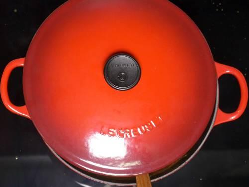 simmering masala to make paneer lababdar