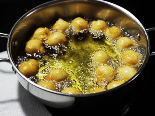 frying punugulu to make perugu punugulu
