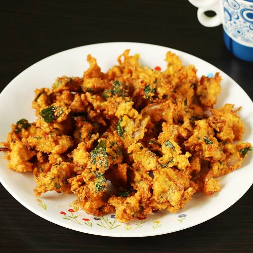 crunchy moong dal pakoda ready to serve in a plate
