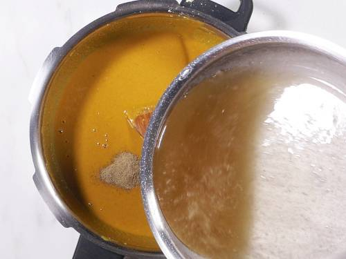pour half of the sugar syrup to roasted besan