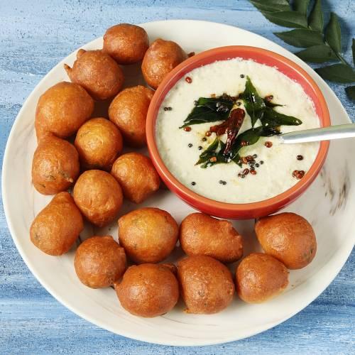 goli baje served with coconut chutney as a diwali snack