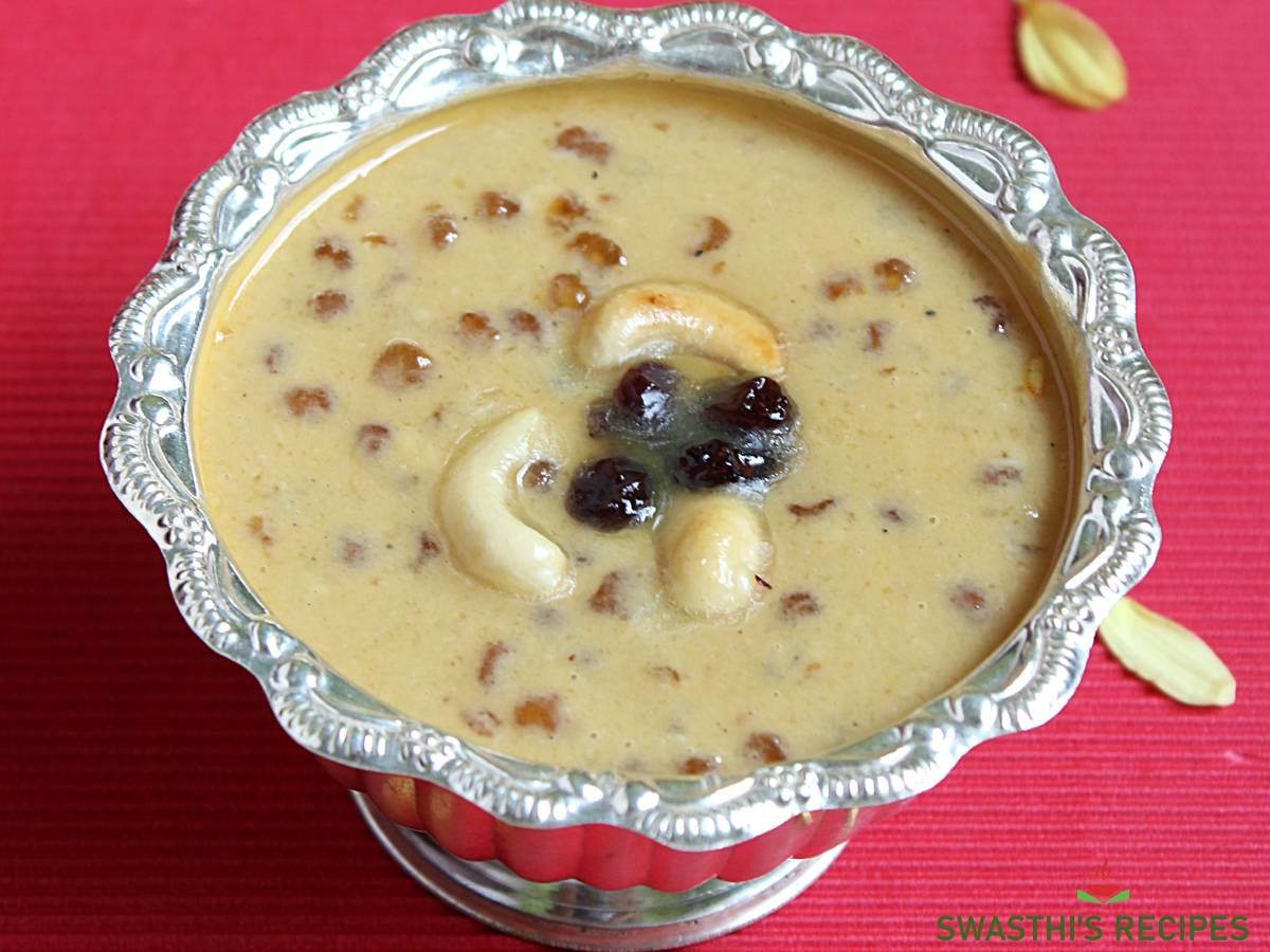 javvarisi payasam served in a bowl to offer