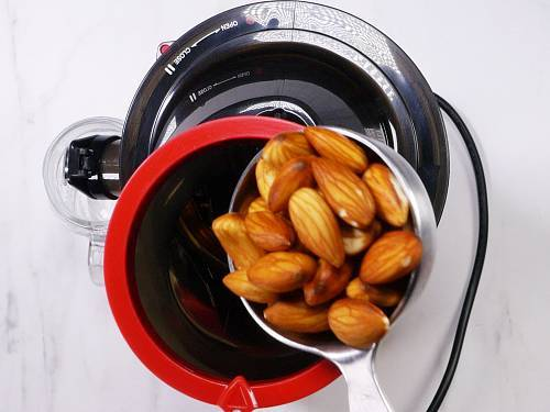 adding nuts to cold press juicer