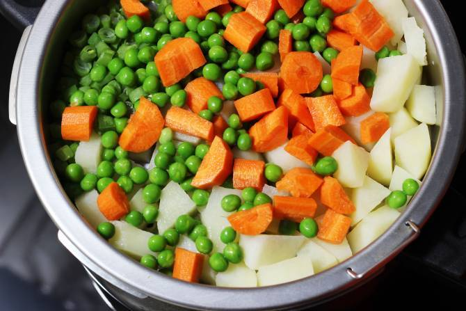 add carrots and peas to the steam basket