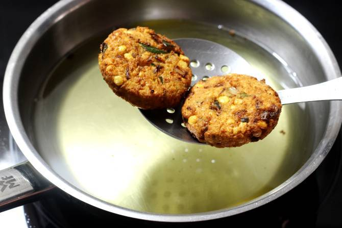 golden fried south indian chana dal vada
