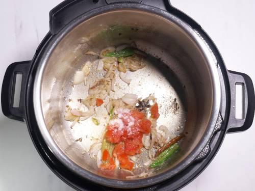saute tomatoes and salt