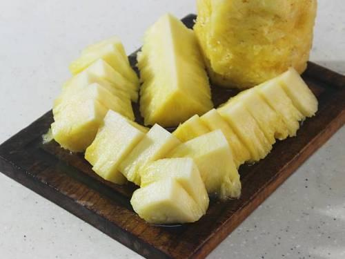 chopped pineapple chunks