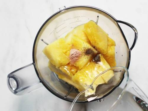 pour water to blender