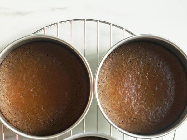 cooling cakes for black forest cake