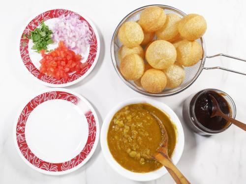 assemble puris, masala, onions, tomatoes and the sev