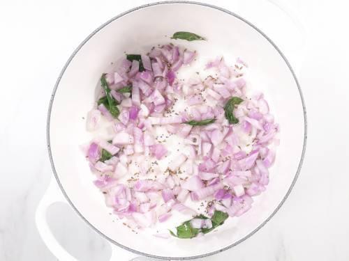 saute onions in oil