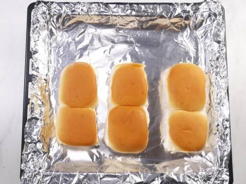 toasting dinner rolls