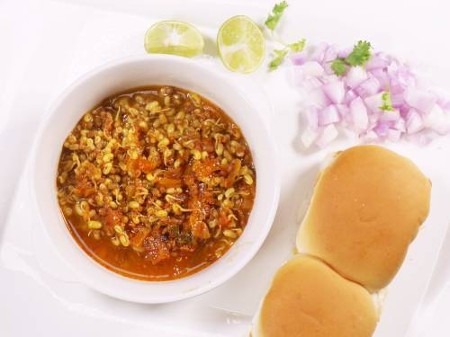 usal to assemble misal pav in a bowl