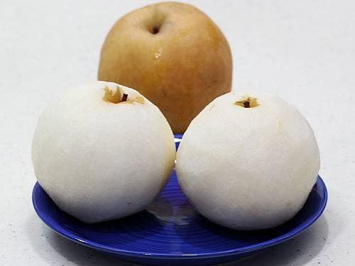 peeled Asian pears