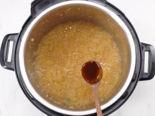 pour vanilla extract