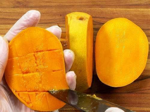 cut mango for smoothie