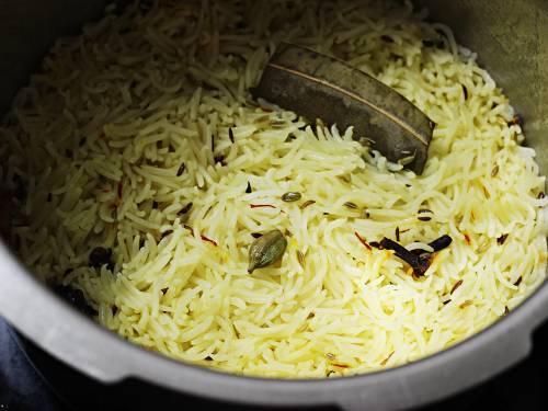 Kashmiri pulao in a pressure cooker
