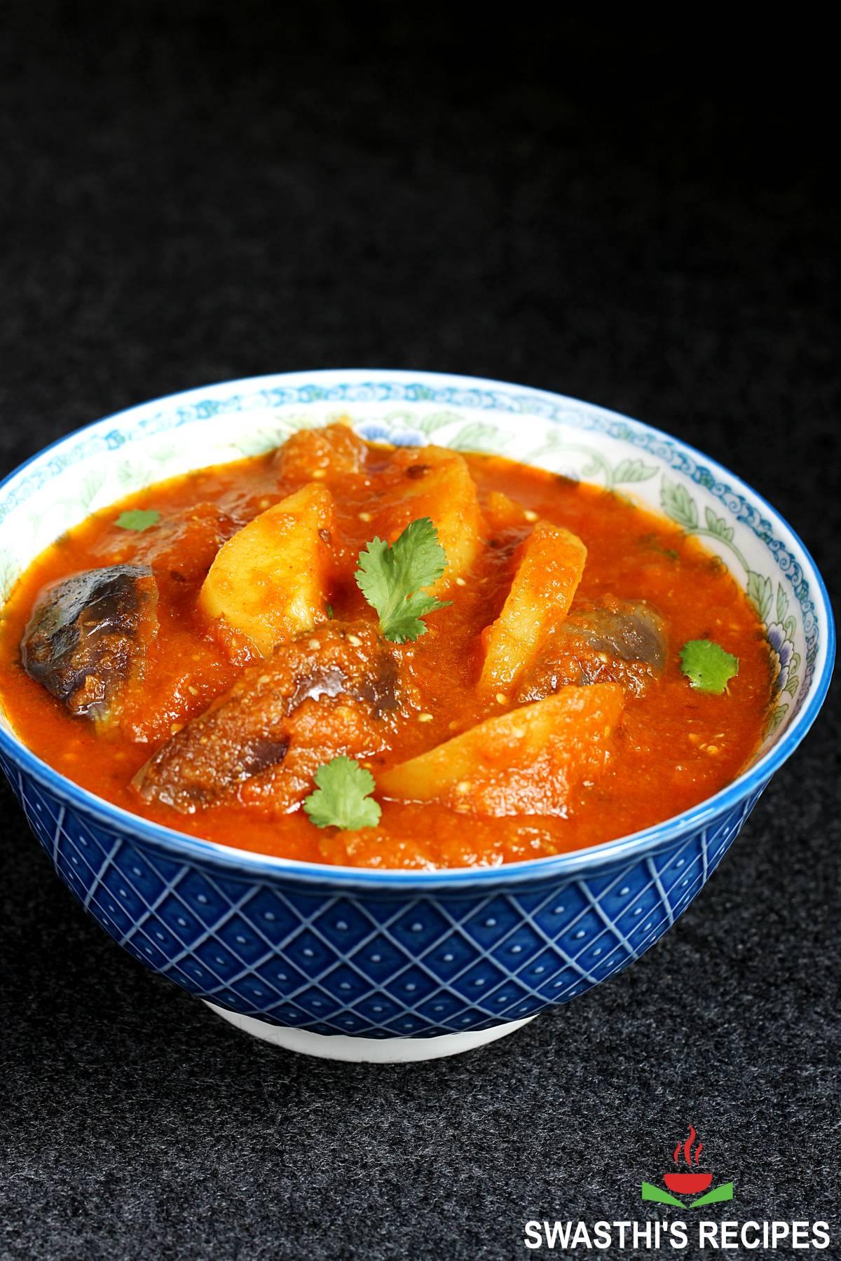 aloo baingan gravy served in a blue bowl