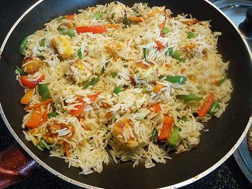 fry rice in the pan