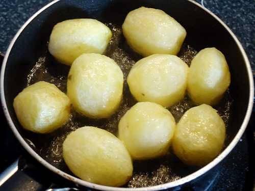 deep frying potatoes in oil