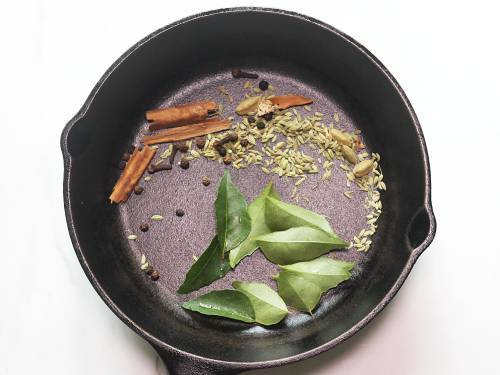 roasting spices for kadala curry